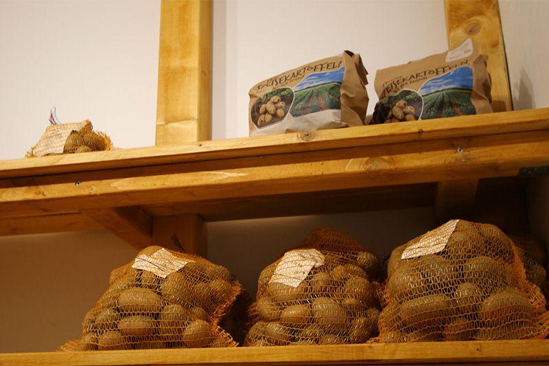 Kartoffelverkauf im SB-Hofladen 800x533px | Kartoffel Winte